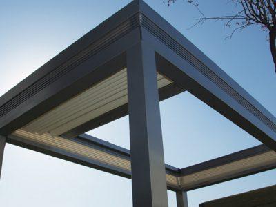 Pergole retractabile drepte cu panza blackOut pentru terase , acoperiri terase cu pergole